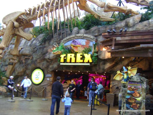 A memory making dino dinner t rex cafe at downtown disney for Restaurant rex